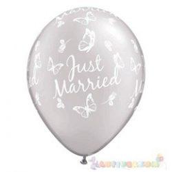 28 cm-es latex Qualatex Just Married Butterflies Pearl White Esküvői Léggömb