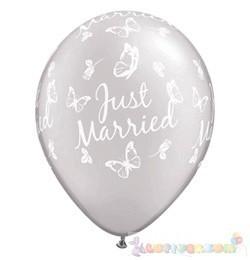 28 cm-es latex Qualatex Just Married Butterflies Pearl White EsküvőLéggömb