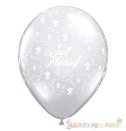 28 cm-es latex Qualatex Just Married Flowers-A-Round Diamond Clear EsküvőLéggömb
