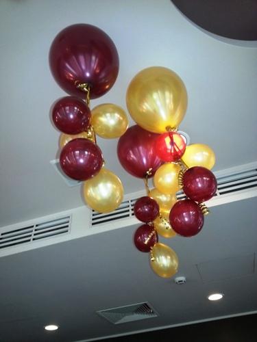 2014.04.04. esküvői dekoráció-héliumos plafon dísz